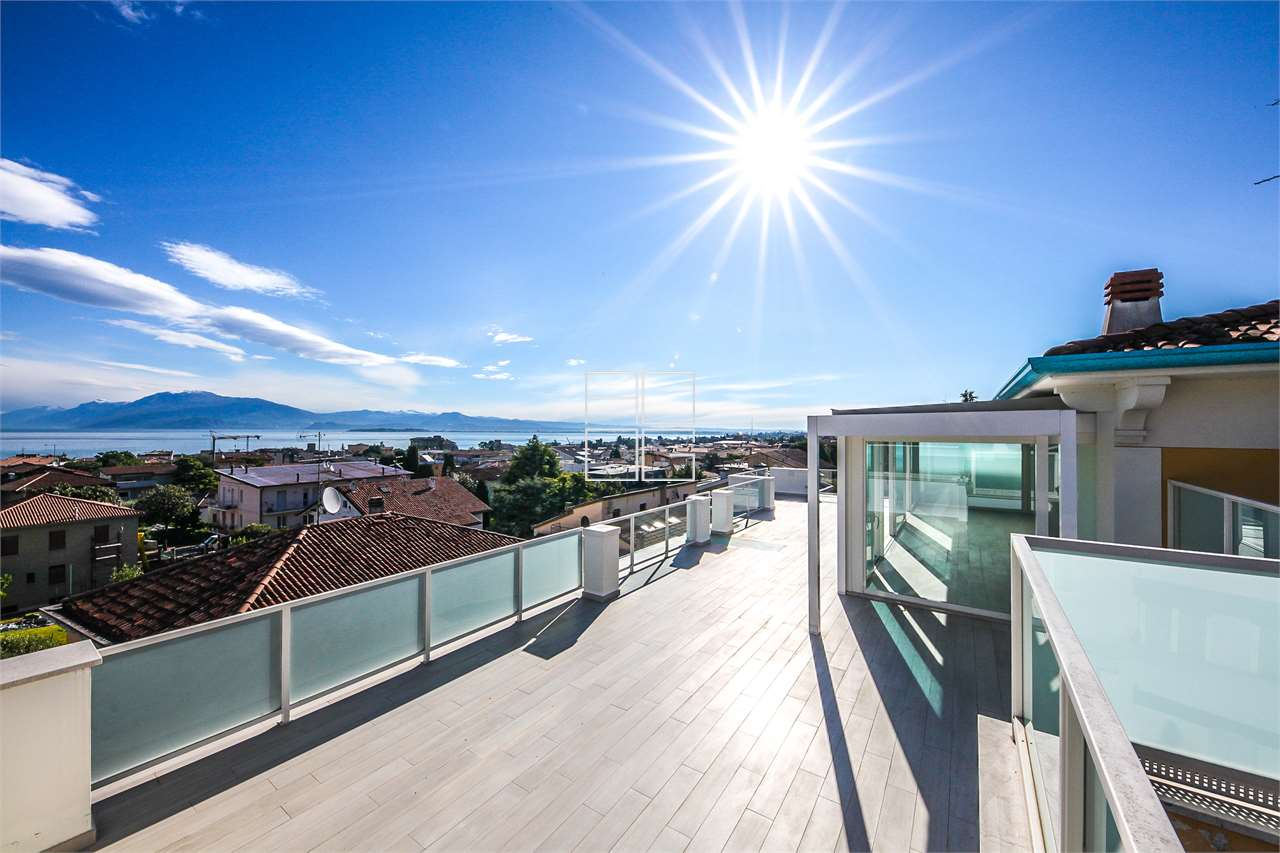 Prestigious penthouse with total lake view in Desenzano del Garda