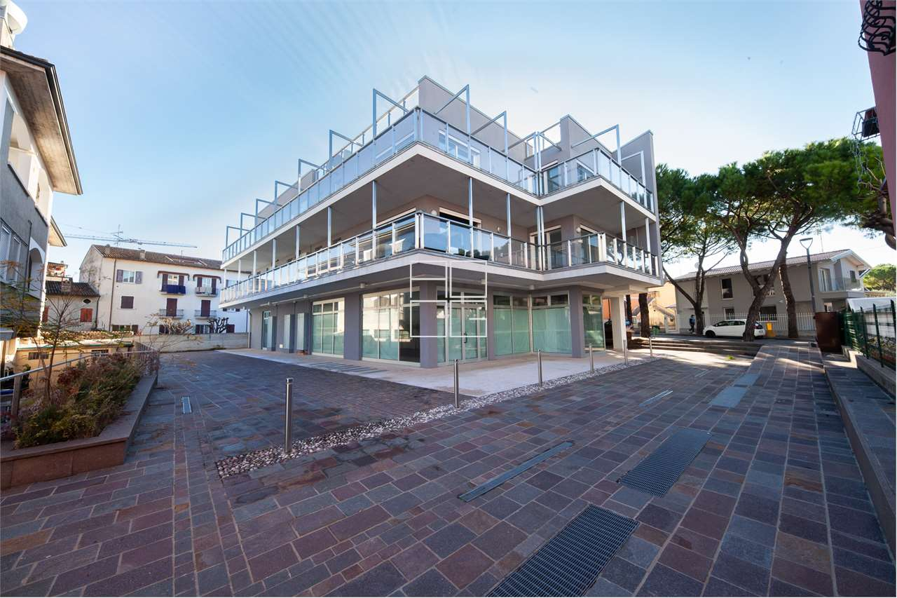 New shop in the centre with excellent visibility in Desenzano del Garda