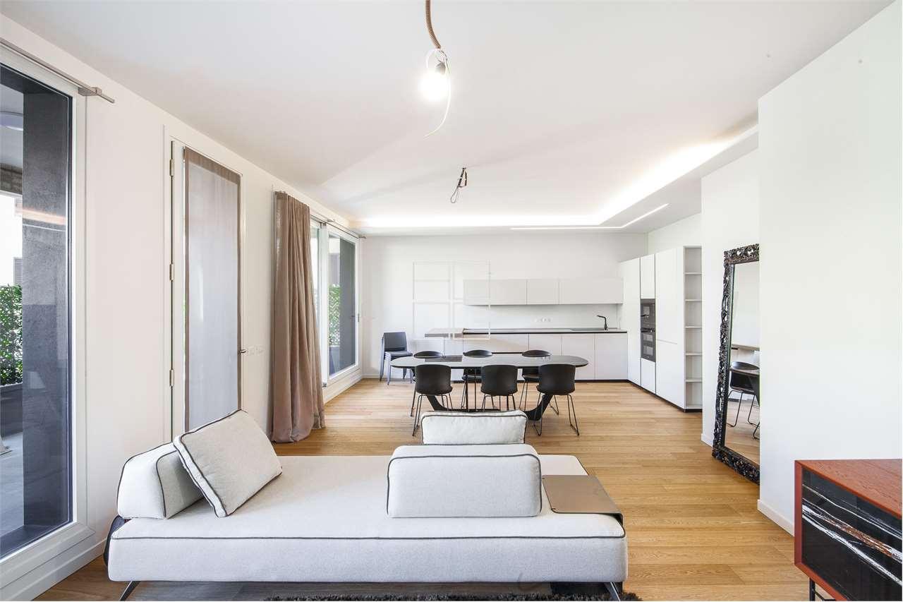 Bright renovated four-room apartment in the centre in Desenzano del Garda